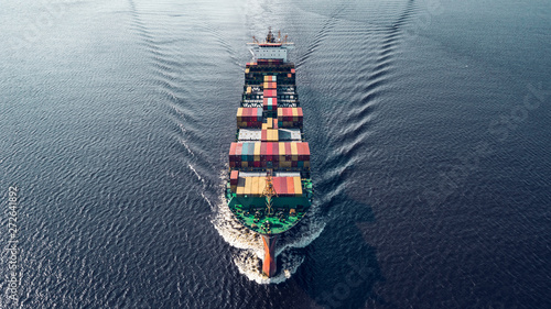 Valokuvatapetti Container ship sailing in sea