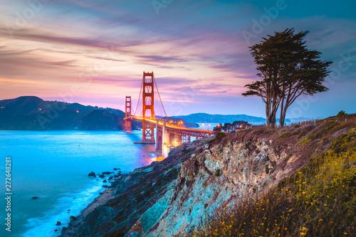 Cuadros en Lienzo Golden Gate Bridge at twilight, San Francisco, California, USA