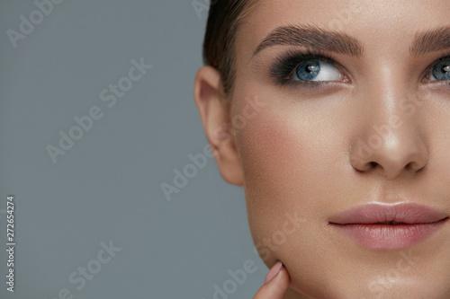 fototapeta na lodówkę Beauty makeup. Woman face with eyes and eyebrows make-up