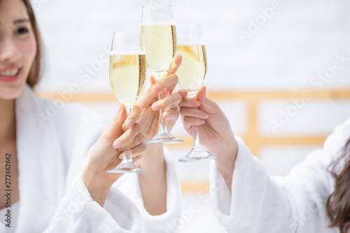 Fotografie, Obraz  asian women friend have champagne