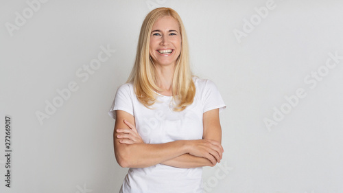 Fotomural  Portrait Of Happy Mature Woman Posing With Crossed Arms