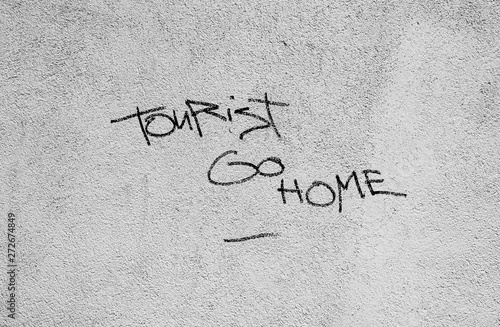 Tourist go home Canvas-taulu