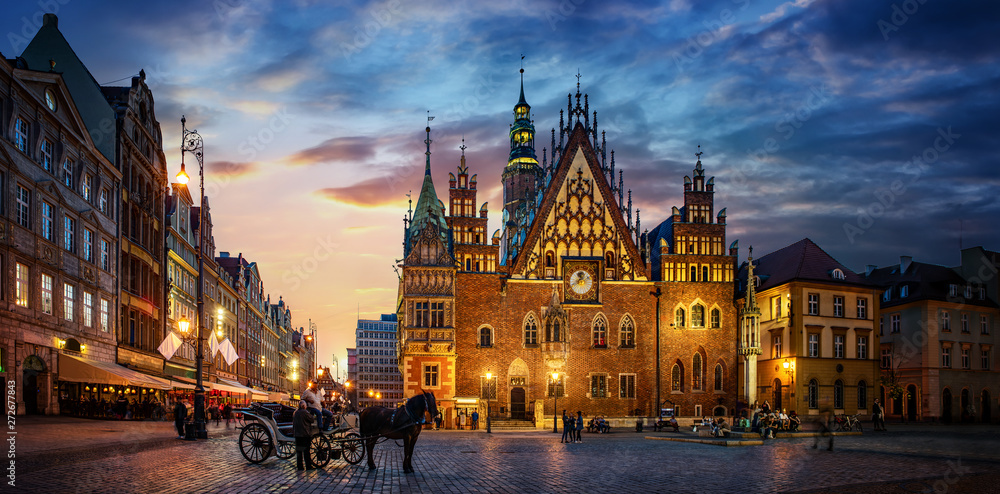 Fototapety, obrazy: Wroclaw central market square with old houses, Town Hall and sunset, horse and carriage. Panoramic night view, long exposure.  Historical capital of Silesia, Wroclaw (Breslau) , Poland, Europe.