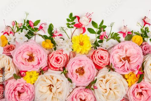 Papiers peints Fleur Flowers composition on white background.