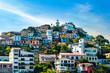 Pintoresco y colorido barrio Las Peñas en el Cerro Santa Ana, con el Faro en su cima.