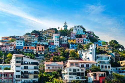 Fotografía  Pintoresco y colorido barrio Las Peñas en el Cerro Santa Ana, con el Faro en su cima