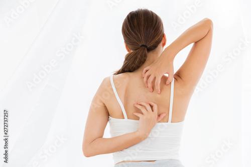 Obraz na płótnie 背中を掻く女性