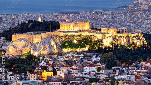 Fotografía  Athens skyline panorama with Acropolis in Greece from peak Lycabettus at night
