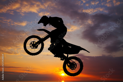 Photo  freestyle motocross at sunset
