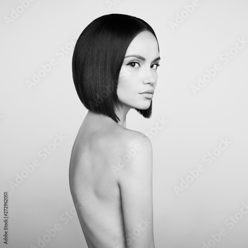 Poster womenART Fashion beautiful brunette with short haircut. Black and white studio portrait