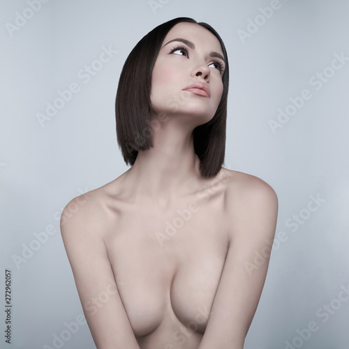 Foto auf Leinwand womenART Fashion beautiful brunette with short haircut. studio portrait