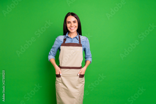 Fotografie, Obraz Close up photo beautiful she her lady hands arms pockets assure customers buy bu