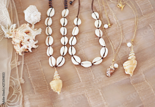 Foto  bohemian summer jewelry with shells - cowrie shells necklaces - fashion jewelry