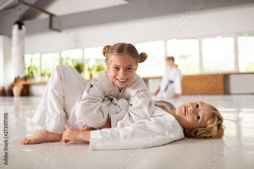 Photo Brother and sister feeling happy practicing aikido together