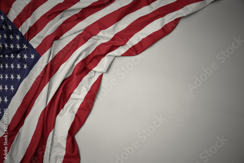 La pose en embrasure Amérique du Sud waving national flag of united states of america on a gray background.