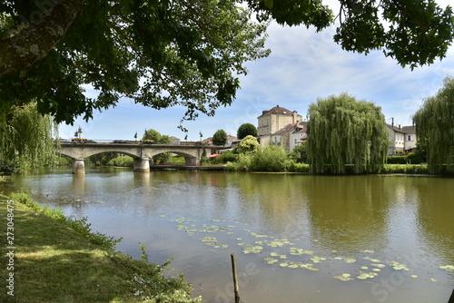 Tela  L'Isle et le pont des Barris à Périgueux en Dordogne