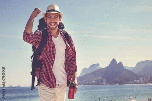 Canvas Prints Rio de Janeiro Lachender Tourist am Meer in Rio de Janeiro