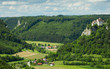 Wildromantisches Oberes Donautal mit Ausblick auf Schloss Werenwag