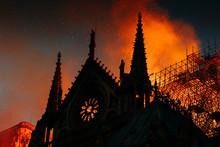 Notre Dame De Paris Incendié