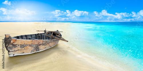 Motiv-Rollo Basic - Old fishing boat on the seashore. Sandy beach.