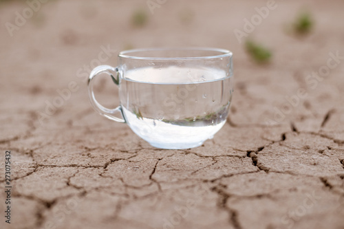 Fotografiet Concept of thirst, dehydration, lack of water