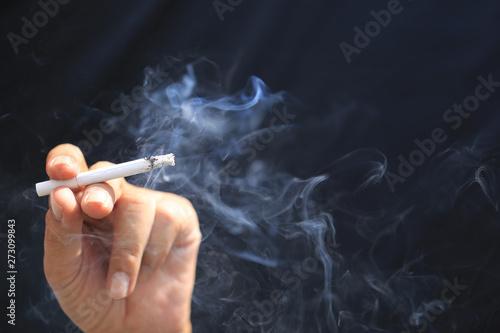 Fotografia  Man hand holding smokes a cigarette, Stop smoking and Health concept