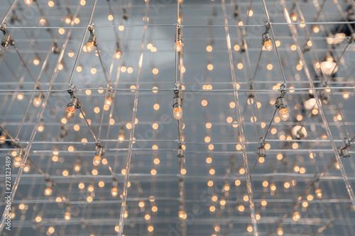 Fotografie, Tablou  Lampadario con piccole lampadine