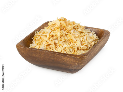 Fototapeta Dried onion in wooden bowl isolated on white obraz
