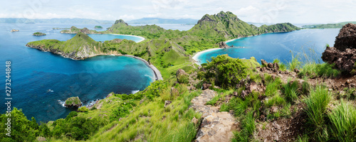 Fotografía Palau Padar panorama with green hills in Komodo National Park, Flores, Indonesia