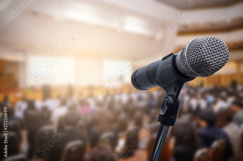 Photo Microphone over the blurred business people forum Meeting Conference Training Learning Coaching Concept, Blurred background