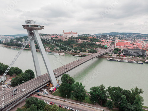 Türaufkleber UFO The view of UFO bridge and Bratislava castle in Slovakia, Europe