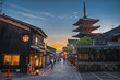 Leinwanddruck Bild - 京都 夕暮れの八坂の塔