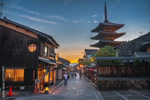 Fotografía 京都 夕暮れの八坂の塔