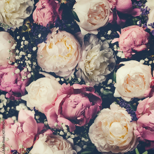 Photo sur Toile Fleur Vintage bouquet of pink and white peonies. Floristic decoration. Floral background. Baroque old fashiones style image. Natural flowers pattern wallpaper or greeting card