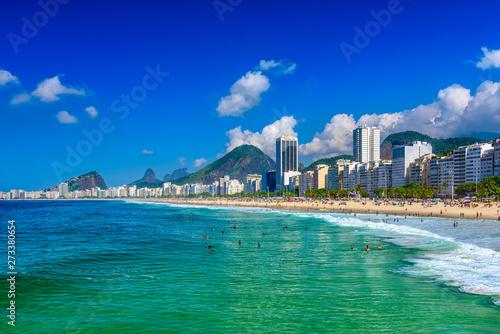 Photo sur Toile Les Textures Copacabana beach in Rio de Janeiro, Brazil. Copacabana beach is the most famous beach in Rio de Janeiro. Sunny cityscape of Rio de Janeiro