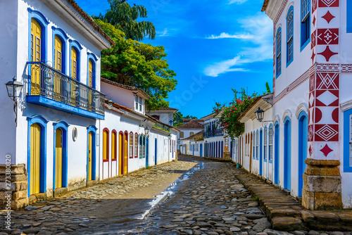Crédence de cuisine en verre imprimé Con. Antique Street of historical center in Paraty, Rio de Janeiro, Brazil. Paraty is a preserved Portuguese colonial and Brazilian Imperial municipality