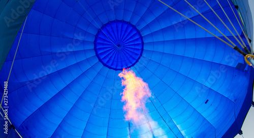 Canvastavla inside of a blue hot- air balloon