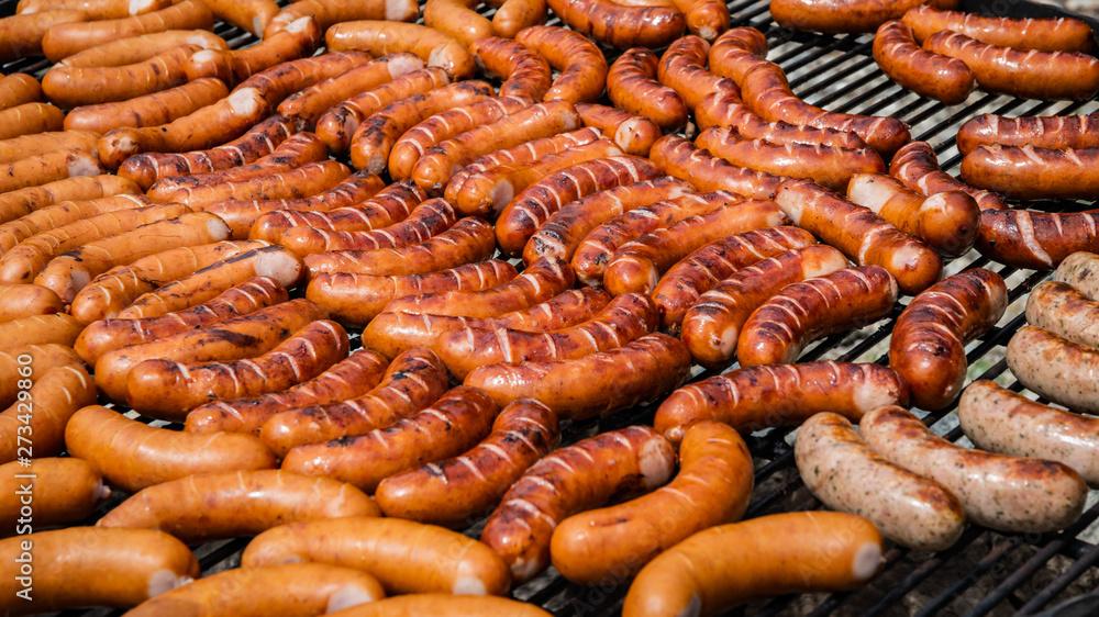 Fototapeta grill kiełbasa - sezon grillowy-