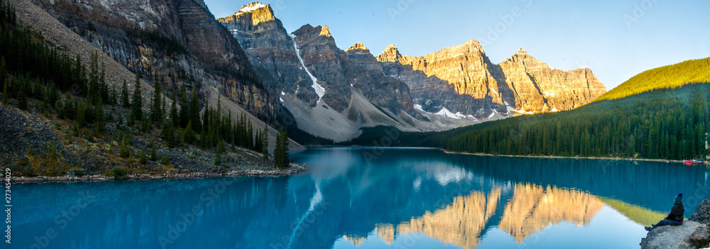 Fototapeta Exciting view of Moraine Lake and mountain range in the Rocky Mountains