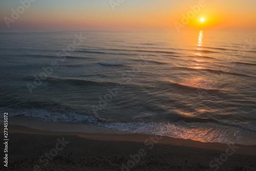 Foto auf Leinwand Texturen Sun rising over the horizon