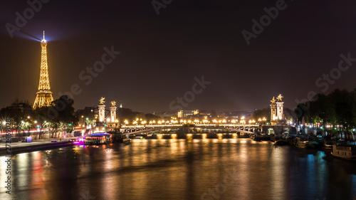 Francia, París puente de Alejandro III y Torre Eiffel Canvas-taulu