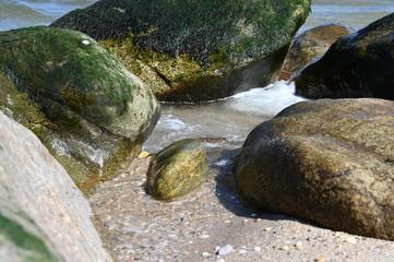 Naklejka na ściany i meble long island north shore rocks on the beach