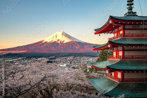 Obraz na płótnie Red pagoda and red Fuji in morning time