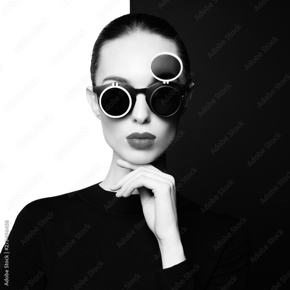 Fototapeta beautiful young woman with black sunglasses