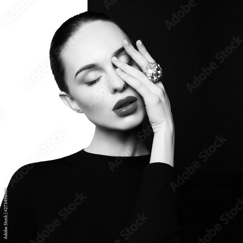 Spoed Foto op Canvas womenART beautiful young woman with big ring pose in studio