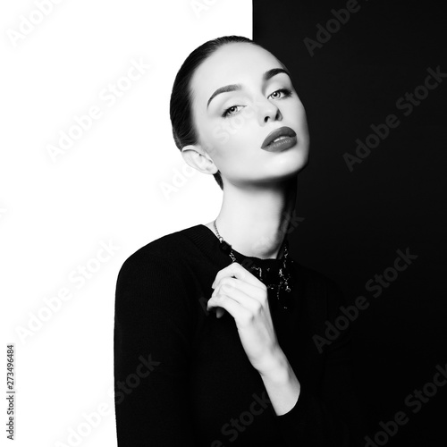 Küchenrückwand aus Glas mit Foto womenART beautiful young woman with black bijouterie pose in studio