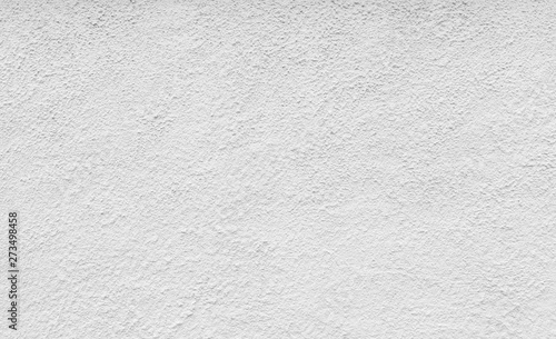 Fotografía  High resolution full frame background of a rough plastered concrete wall in black and white