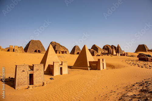 The amazing pyramids of Meroe, north of Khartoum, Sudan Fototapet