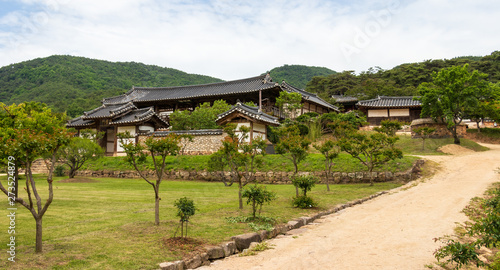 Photo Panorama View on the korean Byeongsan Seowon Confucian Academy, UNESCO World Heritage