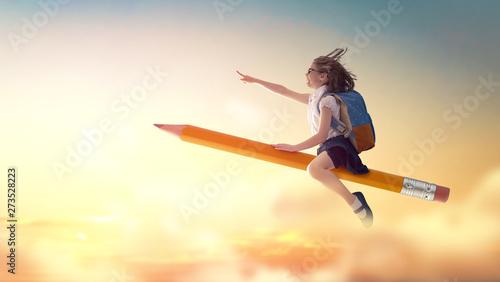 Obraz na płótnie child flying on a pencil